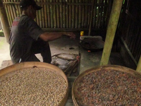 This guy roasts coffee over a very low fire for two hours – the flames aren't directly under the pan, but offset. In the foreground are Bali kopi and cocoa.